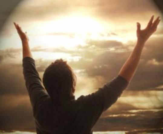 Dios quiere conseguir su gloria principalmente haciendo felices a las criaturas racionales