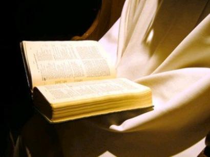 En que se confirma por la Escritura y Santos Padres que la gracia nos diviniza